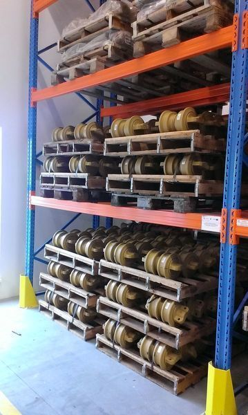коток опорний HITACHI цепь, направляющие колеса до екскаватора HITACHI 120,130,135,160,180,200,210,225,240,250,300,330,350